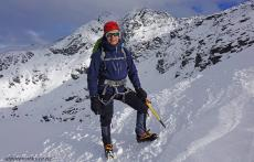 Climbing-Queenstown-Remarkables-Alpine-single-cone-3